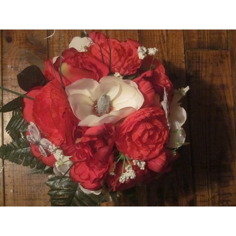 promo bouquet de mari e rond avec pivoines et renoncules rouge bouquet de la mariee. Black Bedroom Furniture Sets. Home Design Ideas