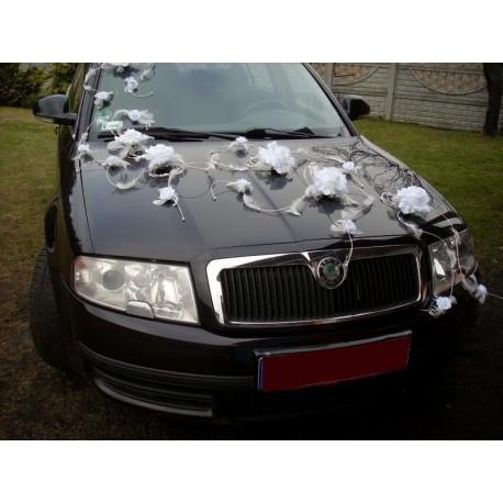 Décoration voiture mariage plumes roses