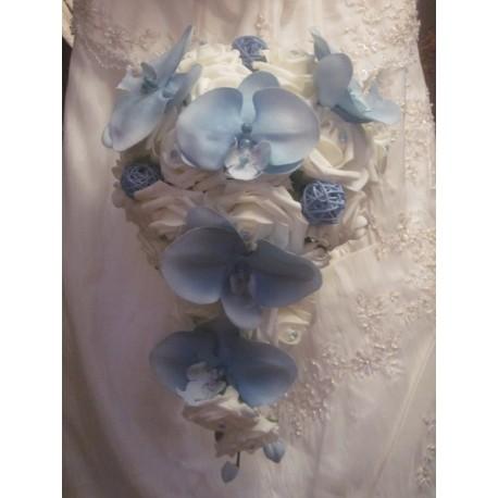 Bouquet mariée tombant bleu ciel orchidées