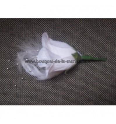 Boutonnière blanc argent plumes et perles