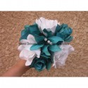 Bouquet demoiselle d'honneur avec des roses turquoises et blanches