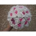 Bouquet de mariée rond fuchsia avec roses, diamants, papillons