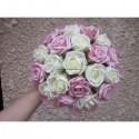 Bouquet de mariée rond rose tendre avec roses et diamants fantaisie