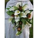 Bouquet Mariee Cascade fait d'Arums Chocolat, des Arums et feuilles