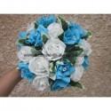 Bouquet de mariée rond thème turquoise, bleu et blanc avec roses