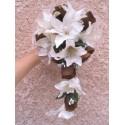 Bouquet de Mariée Tombant composé de lys, roses et perles