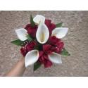 Bouquet mariée Rond avec de grands Arums, des roses et perles
