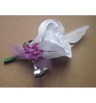boutonni re pour mariage couleur blanc et violet avec des. Black Bedroom Furniture Sets. Home Design Ideas