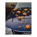 Décoration pour voiture des mariés avec roses thème vert et orange