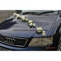 Composition florale pour mariage élégant avec fil d'alu, roses et perles