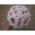 Bouquet de mariée Rond avec Roses blanches et fushia, perles