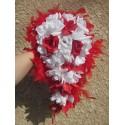 Bouquet pour la mariee cascade thème roses rouges et blanches