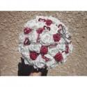 Bouquet de mariée Magnifique en forme de coeurs avec des roses bordeaux