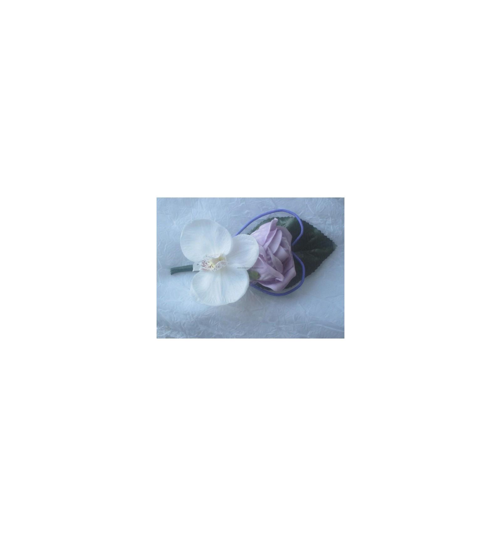 bouquet de fleurs pour mariage type cascade avec un coeur de roses parme bouquet de la mariee. Black Bedroom Furniture Sets. Home Design Ideas