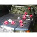 Décoration de voiture pour mariage avec papillon et roses fuchsia