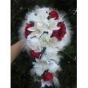 Bouquet de Mariée Tombant avec des lys, des roses et des perles