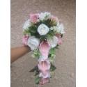 Bouquet de mariage avec des Arums roses et des Roses blanches