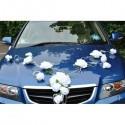 CHIC décoration de voiture de mariage avec belles roses blanches