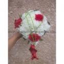 Bouquet de Mariage Cascade thème rouge et vert avec des roses