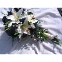 Bouquet de mariage cascade fait avec des Lys et roses noir & blanc