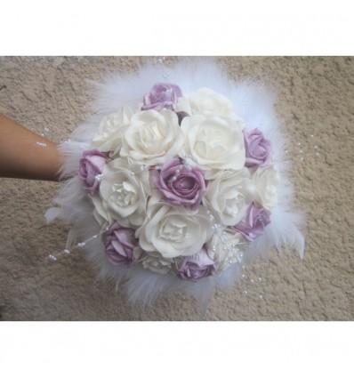 Bouquet de mariee parme et blanc plumes