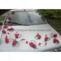 Décoraton voiture de mariage thème rouge et noir avec des roses