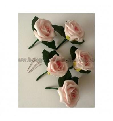 5 boutonnières mariage couleur rose tendre