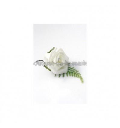 boutonnière blanche avec diamante fantaisie
