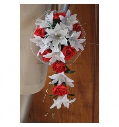 Bouquet tombant lys roses et perles rouge et blanc