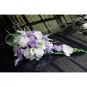 Composition florale pour voiture de mariage avec des orchidée parme