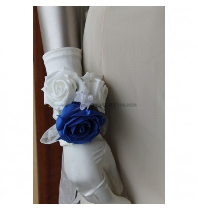 Bracelet de roses couleur bleu et blanc perlé