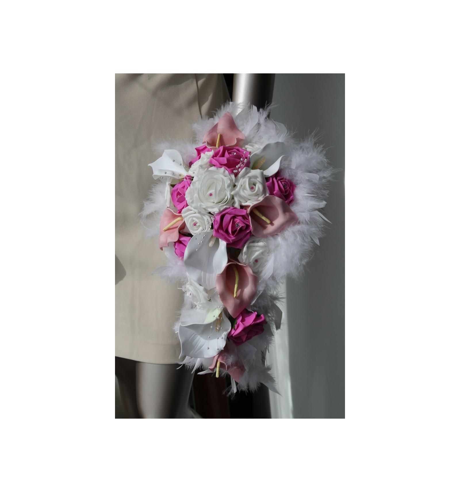 bouquet de mariage cascade avec arums, roses et diamants fuchsia