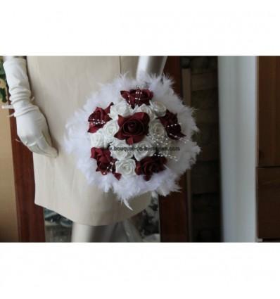 Bouquet mariee rond bordeaux perles plumes