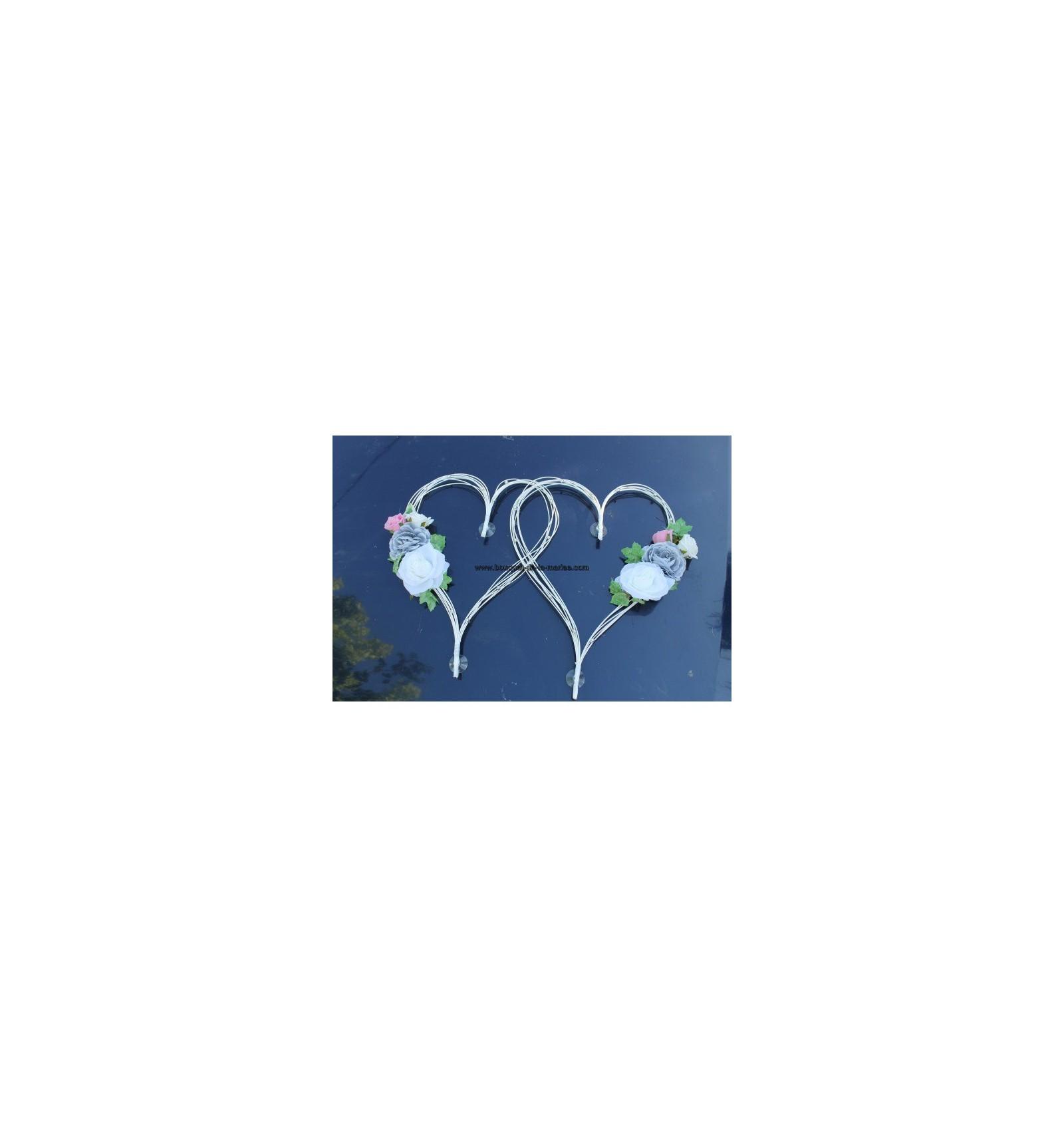 Decoration Voiture Mariage Gris Et Rose : Décoration de voiture mariage cœurs rotin avec
