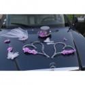 Décoration de voiture pour mariage avec des orchidées en coeurs