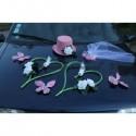 Composition florale pour la voiture de mariage thème vert et rose