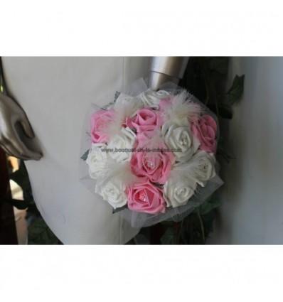 Bouquet mariée rond ivoire et rose avec des plumes et perles