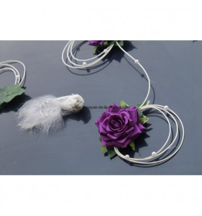 Décoration voiture mariage roses et colombes