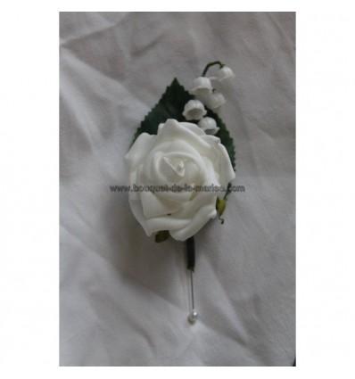 Boutonnière mariage rose blanc et muguet feuillage