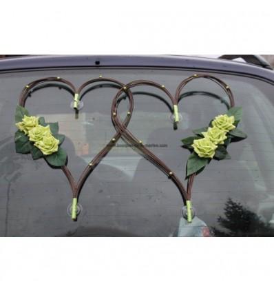 Décoration voiture mariage en cœur chocolat et vert anis