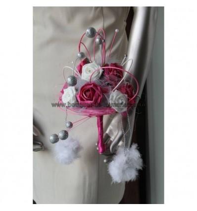 Majestueux Bouquet Mariée thème fuchsia, blanc, boules rotin