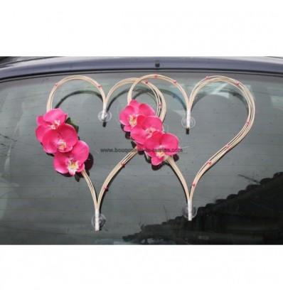 Décoration voiture mariage en cœur de rotin avec orchidées fuchsia