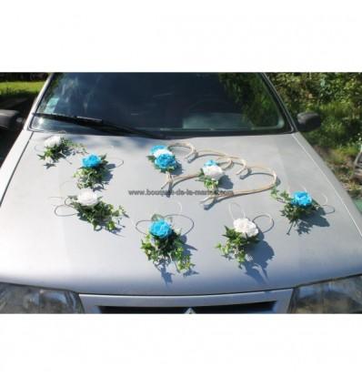 Decoration pour voiture de mariage avec des roses rouges, blanches