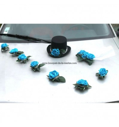 Décoration de voiture pour mariage avec roses turquoise, chapeau et voile