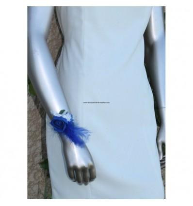 Bracelet mariage fait avec des fleurs bleu roi et blanc