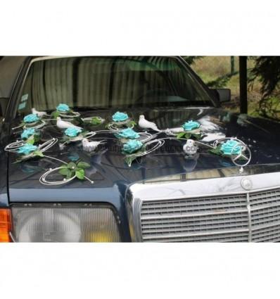 Composition voiture mariées thème bleu roses et colombes