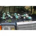 Décoration voiture des mariés thème bleu roses avec des colombes