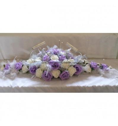 Décoration table de mariage plumes blanc, parme et gris argenté