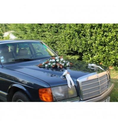 Bouquet de voiture pour mariage avec arums chocolat et ivoire