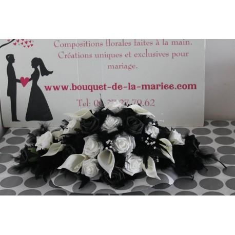 Centre de table pour mariage couleur noir et blanc avec des arums